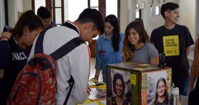 """Los estudiantes de 6º año de Inglés se sumaron a la iniciativa """"Escribe por los derechos"""""""