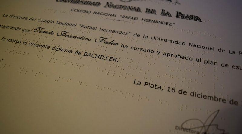 Por primera vez el Colegio entregó un Diploma grabado en Braille