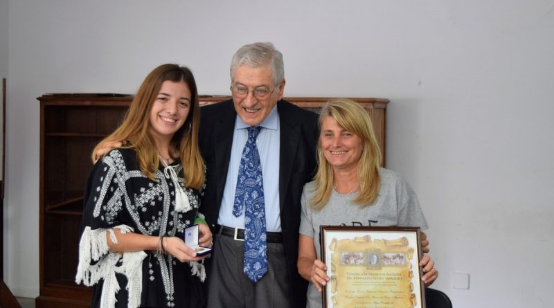 Abril Roncoroni recibió el premio de la Fundación Manzino